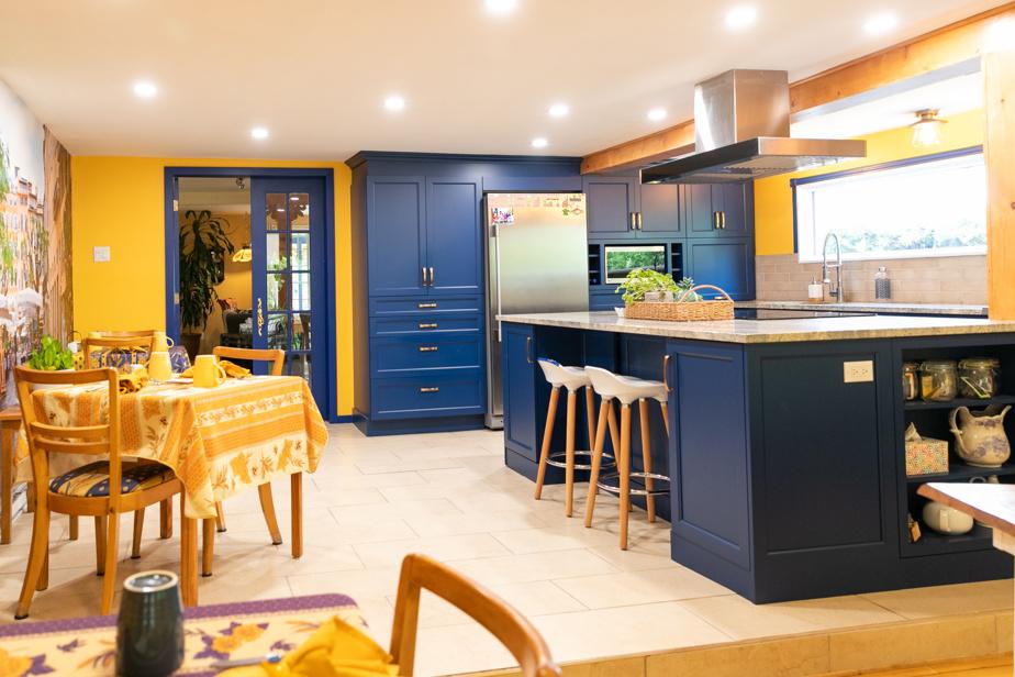 Les nouveaux propriétaires du Saut du Lit ont refait la cuisine, en veillant à préserver son cachet provençal d'origine, qui contribue à faire le succès du lieu depuis de nombreuses années.