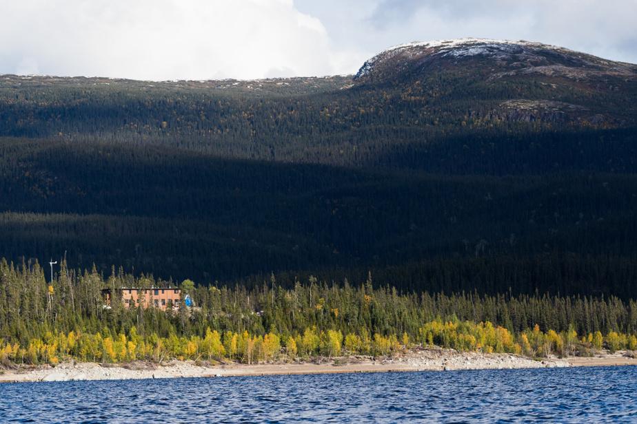 Une randonnée en kayak de mer sur le réservoir nous fait mieux comprendre son immensité et la beauté des lieux. La météo de l'endroit est reconnue pour changer rapidement. Les conditions sur l'eau peuvent rapidement se dégrader et des vagues dangereuses peuvent se former.