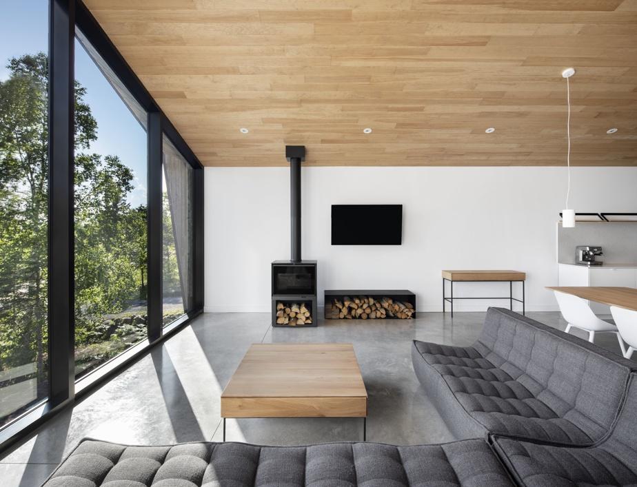 Les aires de vie sont situées à l'étage de façon à maximiser la vue.
