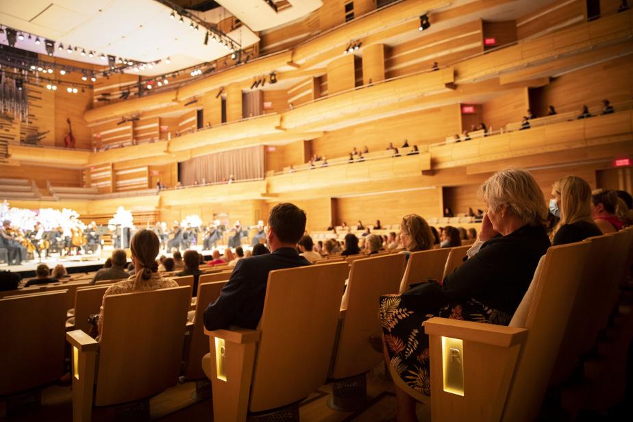 «Honnêtement, c'est une chose que j'adore, [assister à des concerts], donc avoir une invitation comme ça, c'est une super belle occasion», a affirmé Olivier Tardif, travailleur dans un centre de réadaptation de Montréal, visiblement heureux d'être là.