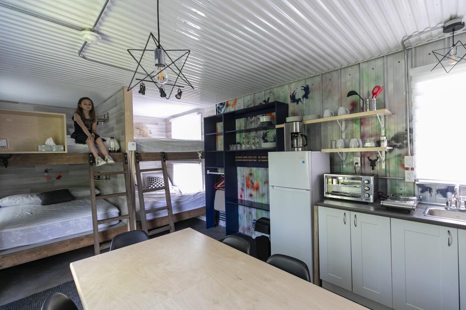 Les Coolbox peuvent loger jusqu'à huit personnes en tout confort, sur des lits superposés.