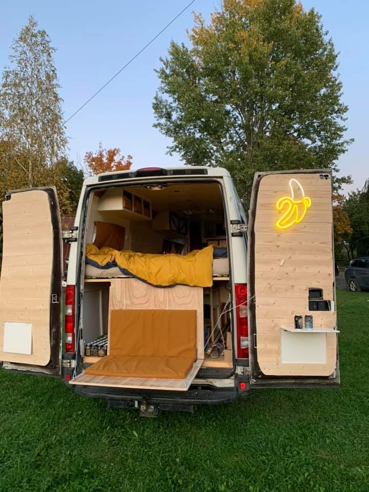 Nikolas Pulka alimente une chaîne YouTube pour donner une foule de conseils à ceux qui le désirent à monter leur propre van.