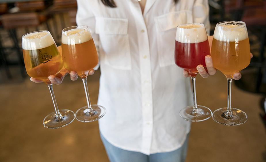 Les bières offertes au nouveau pub du Dieu du Ciel! de Saint-Jérôme puisent dans le vaste et toujours renouvelé répertoire de la microbrasserie ouverte à Montréal en 1998.