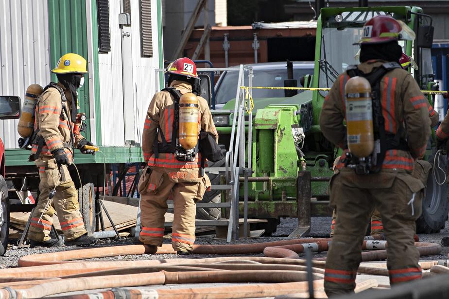 Des pompiers et des équipes d'urgence sont entrés en début de matinée dans le métro pour effectuer des lectures de présence de gaz.