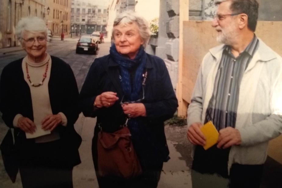 Louise Renaud (19octobre, 98ans) Signataire du manifeste Refus global, elle fut peintre et éclairagiste (à gauche sur la photo). Elle fut membre du groupe des Automatistes.