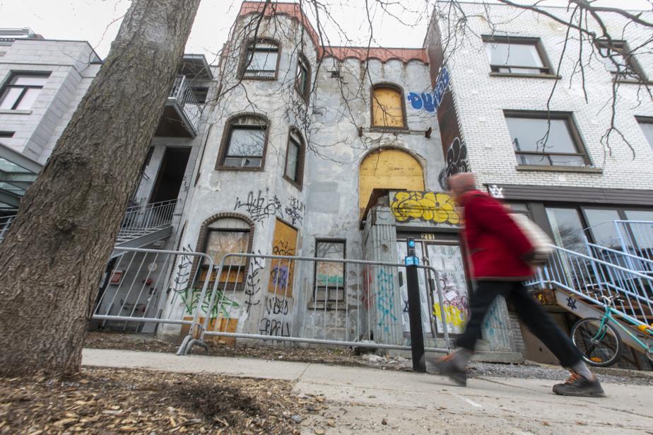 Triplex vacant, 211, avenue du Mont-Royal Ouest