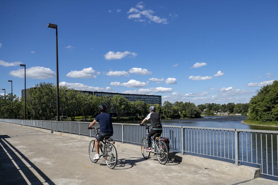 On traverse ensuite sur la Rive-Nord par la passerelle du barrage du Grand Moulin.