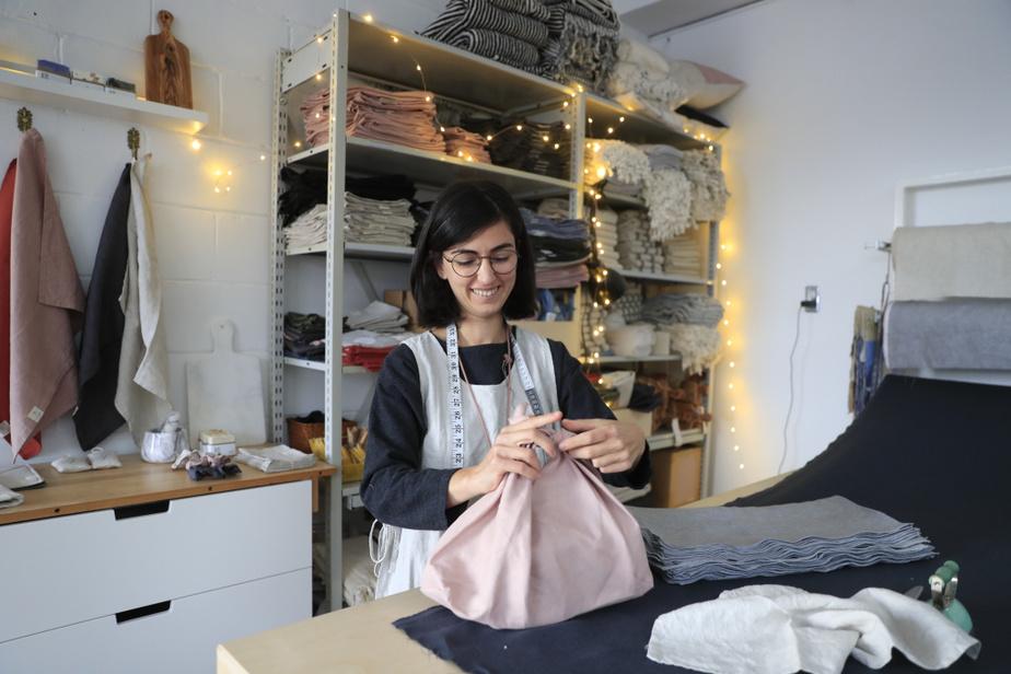 Ces sacs en lin, inspirés des sacs japonais Azuma Bukuro, peuvent également servir à emballer des cadeaux.