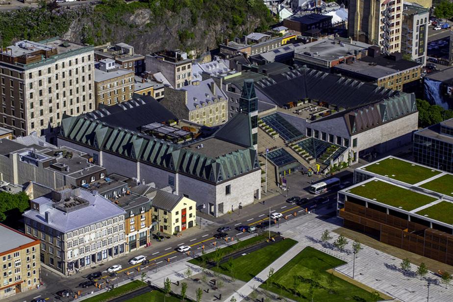 Le Musée de la civilisation, à Québec, est un incontournable pour les visiteurs qui l'apprécient pour la richesse de ses expositions et son approche multidisciplinaire.
