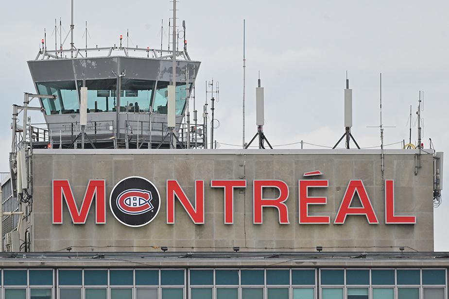 Le logo du Canadien est fièrement affiché sur l'aérogare de l'aéroport Montréal-Trudeau.