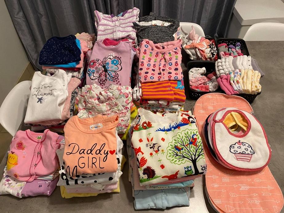 «Aujourd'hui, 29décembre, on est dans les derniers préparatifs avant la naissance de Camila, dit Jessy Rivard. On a tellement de stock! En plus, on reçoit plein de cadeaux. C'est vraiment excitant de découvrir les colis sur le pas de notre porte!»
