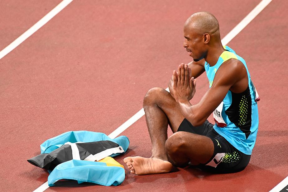 StevenGardiner, des Bahamas, célèbre sa victoire au 400m masculin.