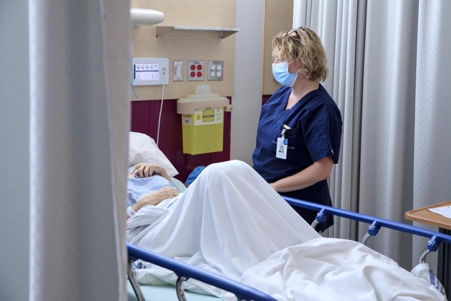 Le nouvel hôpital de Vaudreuil, qui ouvrira en 2026, devra embaucher 3000employés. Dans une région déjà en pénurie, certains craignent que l'hôpital du Suroît ne perde des employés. La PDG par intérim du CISSS de la Montérégie-Ouest, Lise Verreault, dit être en pourparlers avec le cégep de Salaberry-de-Valleyfield pour «voir comment on peut former plus d'infirmières et d'employés». Un campus pourrait être construit sur des sites du CISSS pour accélérer la formation et améliorer la rétention de personnel.