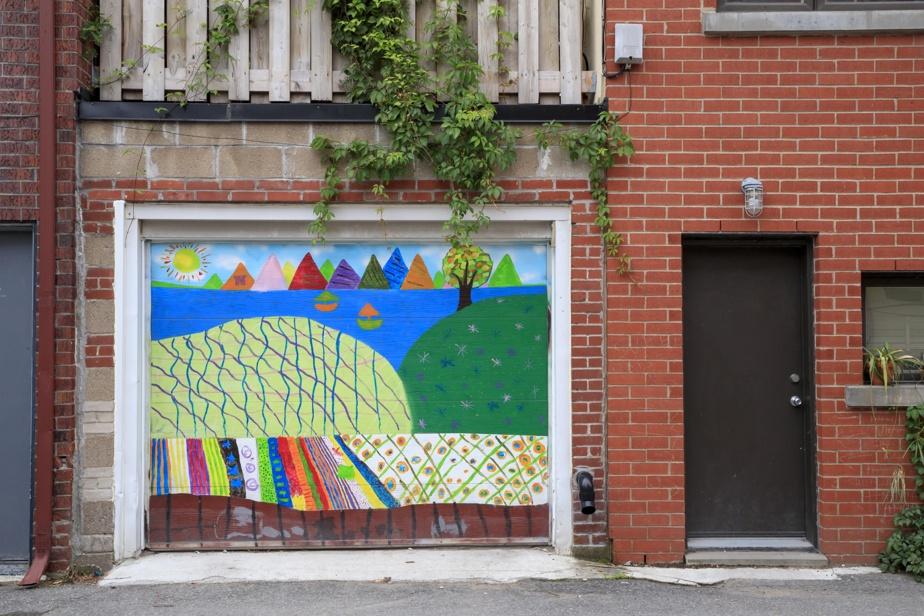 Toutes les œuvres sur porte ne sont pas signées par des artistes professionnels. Ici, une œuvre murale probablement réalisée par de jeunes résidants, sur le Plateau-Mont-Royal.