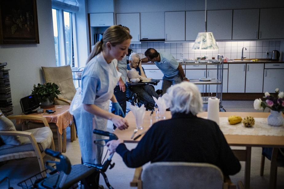 Au centre Skovsminde, 14membres du personnel de la santé travaillent le jour auprès de 58résidants.
