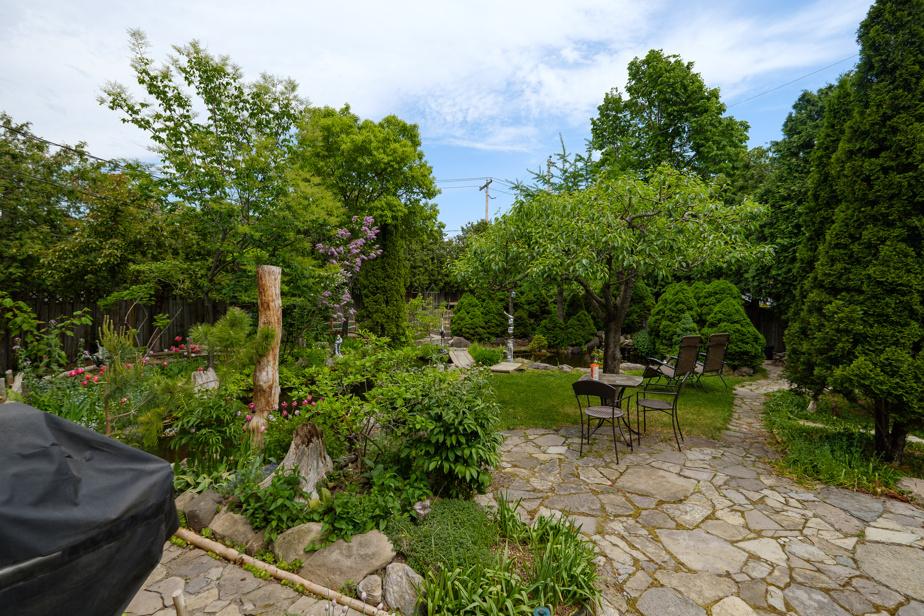 Un coin dédié aux loisirs, avec une piscine, une terrasse et un endroit pour manger, a aussi été aménagé.