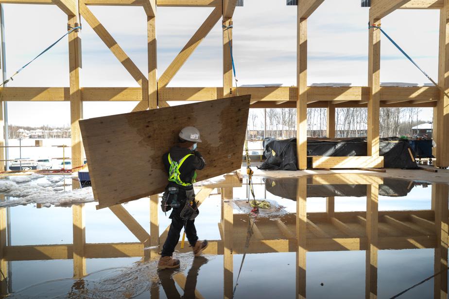 Par ailleurs, la future école primaire du secteur Vauquelin est le premier bâtiment du genre à être construit avec une structure de bois.
