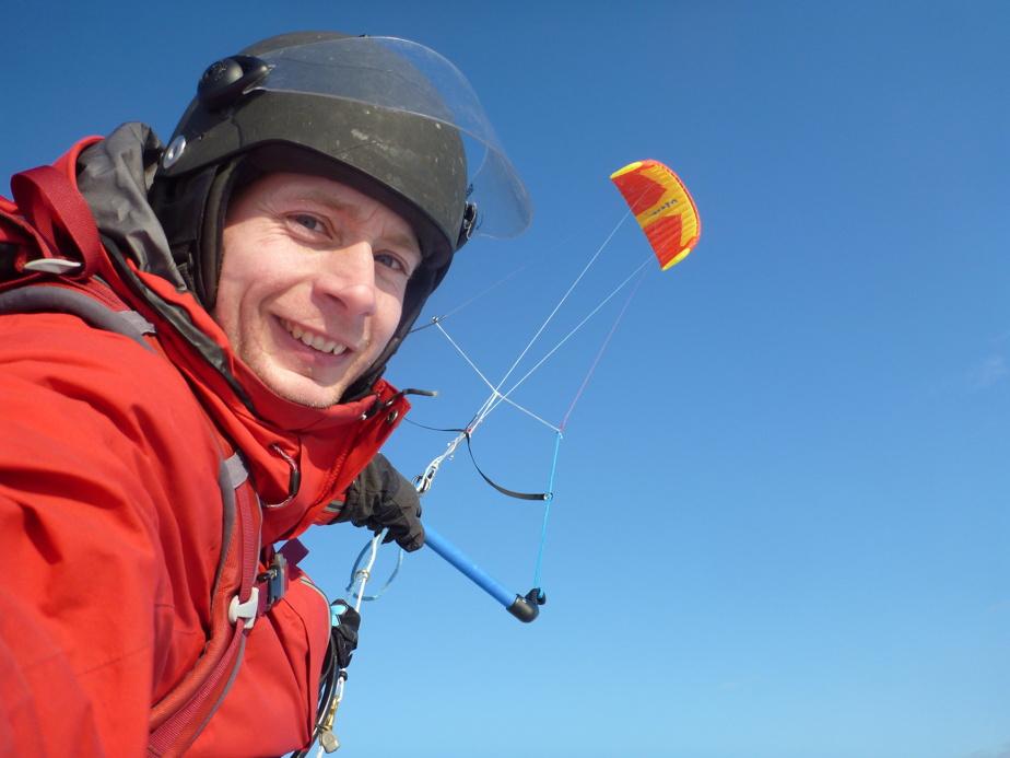 Gravir le mont Logan, le plus haut sommet du Canada, est déjà un exploit. Frédéric Dion veut parcourir une partie du chemin avec son cerf-volant de traction.
