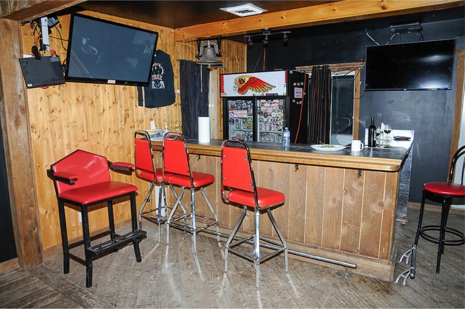 Le local des Hells Angels de Trois-Rivières possède aussi son bar.