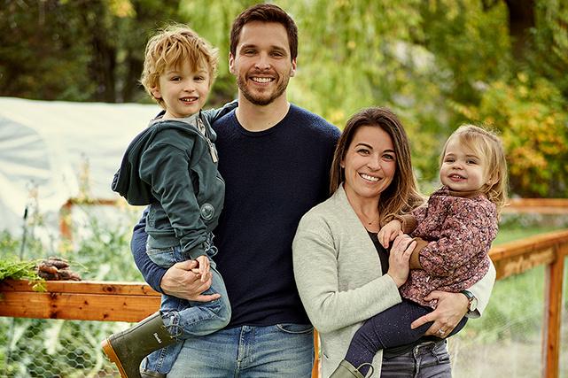 Pour Caroline et Jonathan, le parcours vers une plus grande autonomie alimentaire, c'est quelque chose qui doit se faire en famille.