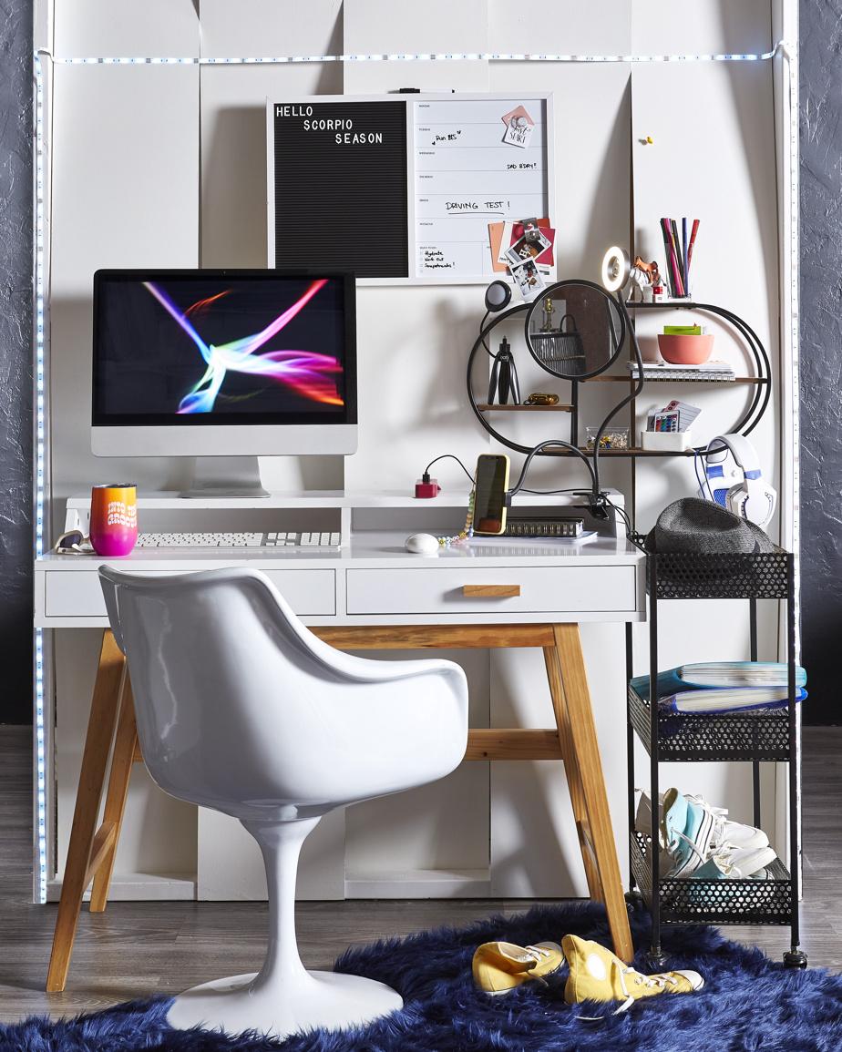 Tant les adultes que les étudiants désirent que leur habitation ait du style, fait remarquer Erin O'Brien, experte en décoration chez HomeSense. «De petites étagères et des tablettes, par exemple, aident grandement à minimiser le désordre, dit-elle. Elles s'intègrent facilement dans des coins consacrés au travail. Elles permettent aussi de personnaliser l'espace.»