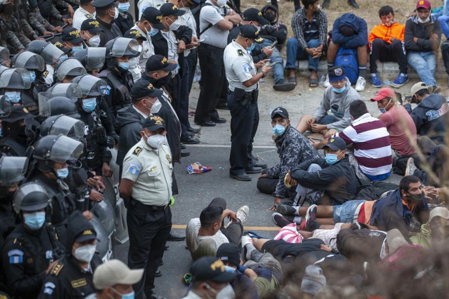 Les soldats guatémaltèques attendaient les migrants de pied ferme au point de contrôle de Vado Hondo, le 18janvier.