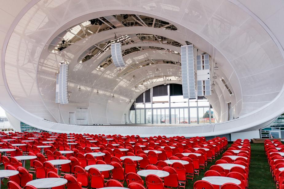 Le Rady Shell peut accueillir jusqu'à 10000personnes.