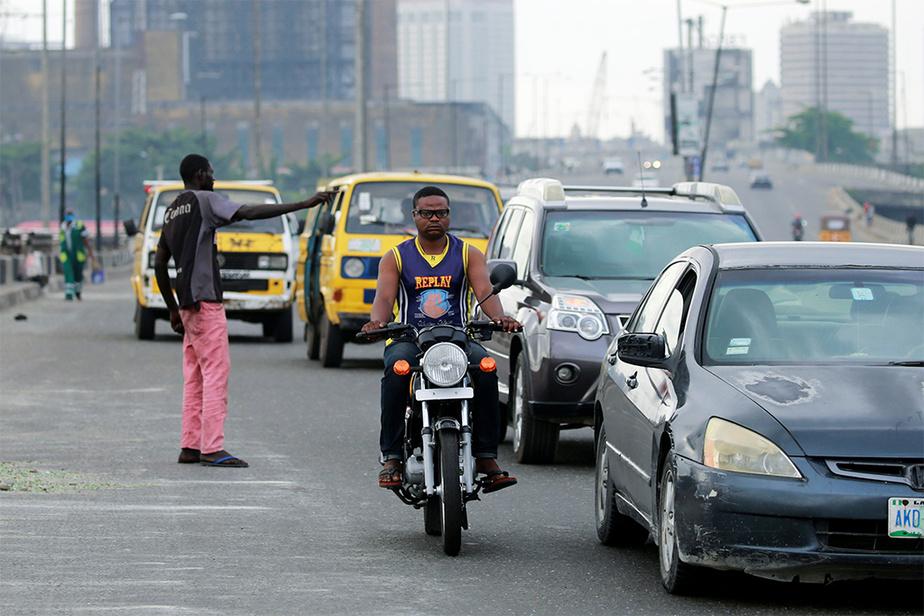 Dans la capitale Lagos, la situation était plutôt calme après des jours de violences inédites qui ont paralysé la ville. Le couvre-feu y a été allégé, les habitants étant autorisés à sortir de chez eux de 8h du matin à 18h le soir.