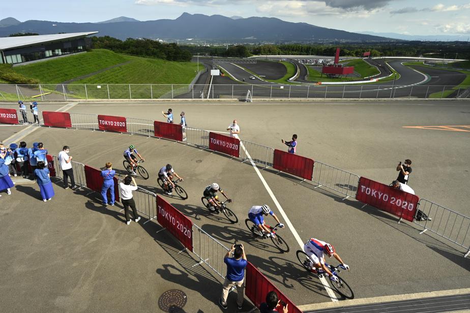 Le parcours olympique empruntait à la fois une partie du circuit automobile et une partie des artères le ceinturant.