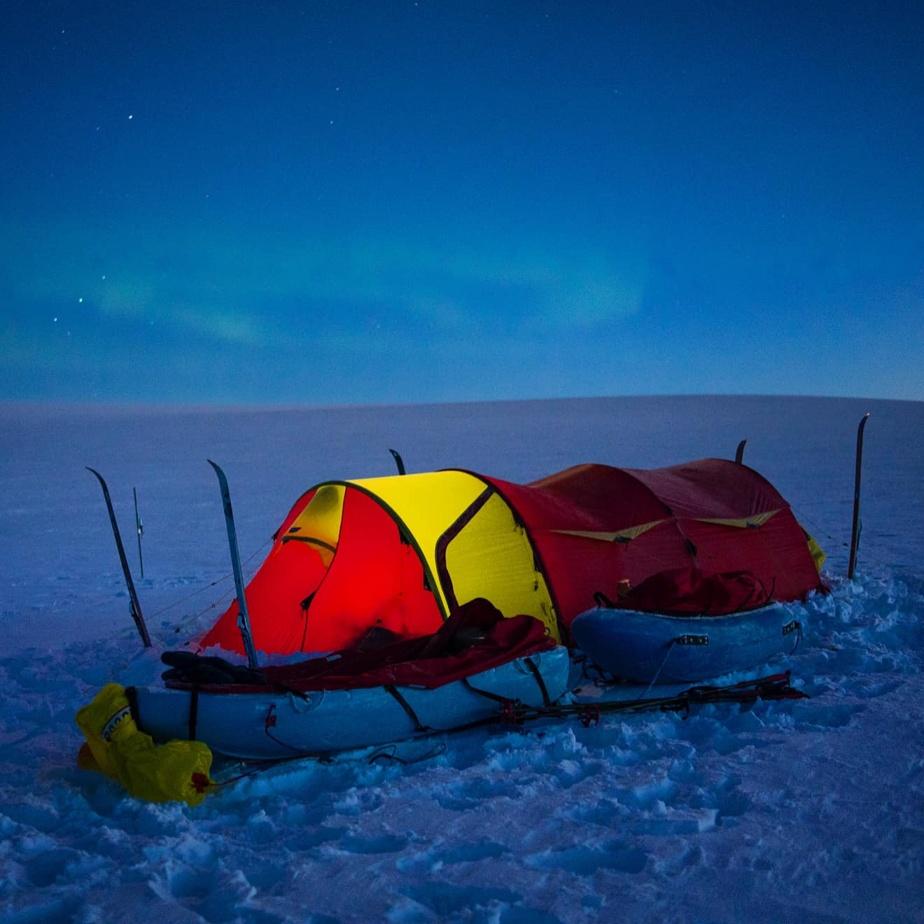 Au début de l'expédition de Caroline Côté, la nuit polaire régnait.