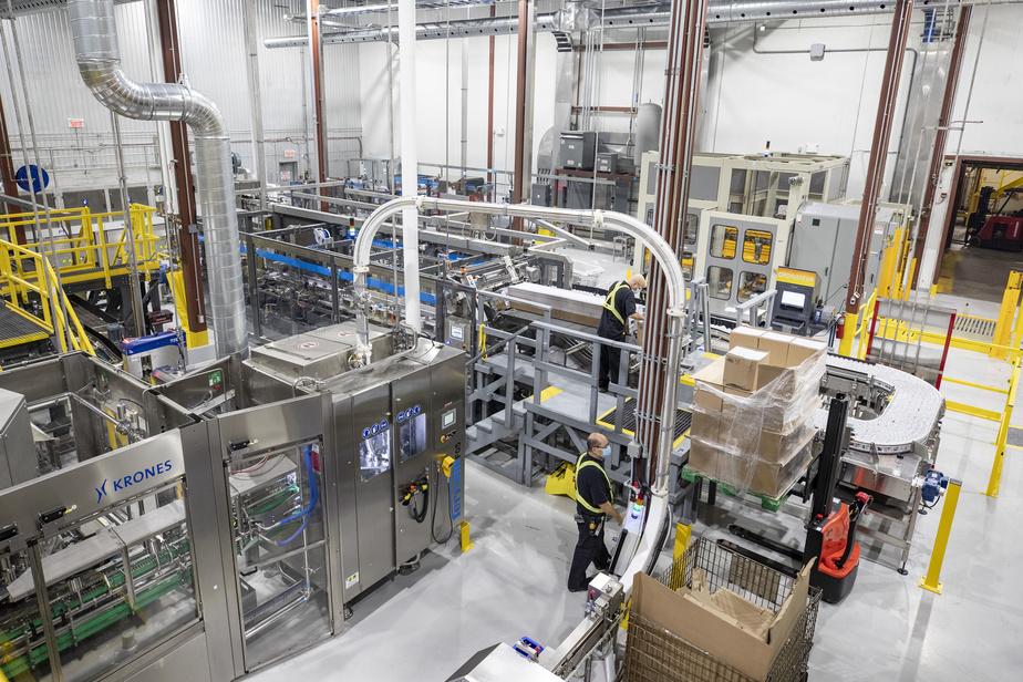 Si le contenant d'aluminium séduit l'œil des clients, il permet aussi de réduire les coûts de façon substantielle.