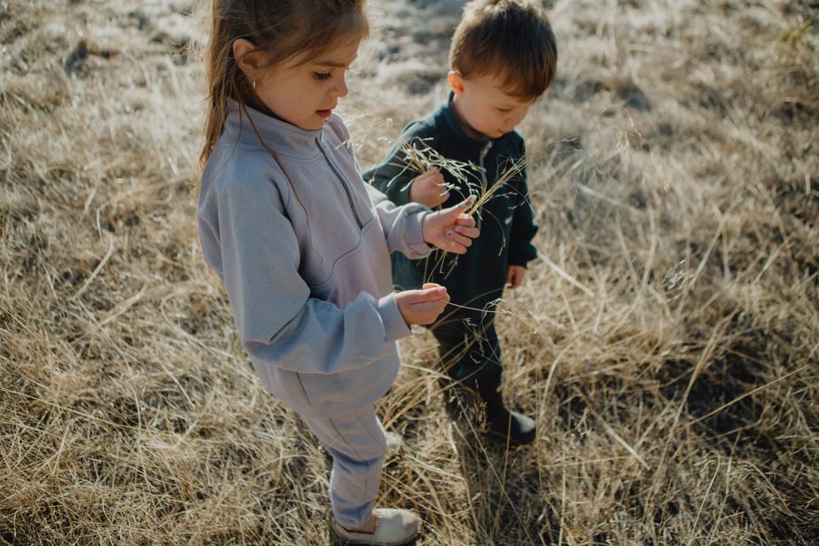 Créée en 2016, la marque montréalaise Little Yogi propose des vêtements unisexes pour les 0 à 5ans, dont plusieurs vêtements évolutifs comme les pantalons harems, des rompers et des hoodies, confectionnés en coton ou en bambou biologiques. La collection pour la saison froide est inspirée de l'esprit libre et curieux des enfants.