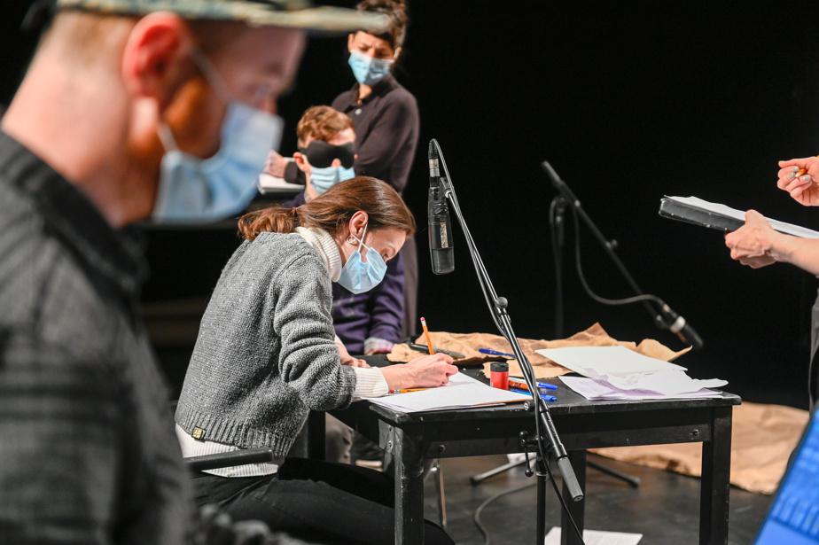 Audrey-Anne Bouchard (au centre) lors de la création de Fragments à MAI