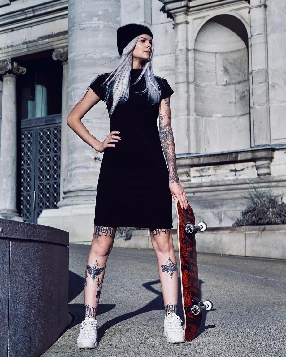 La petite robe noire classique de Evrday est 100% opaque. Prix: 84,99$.