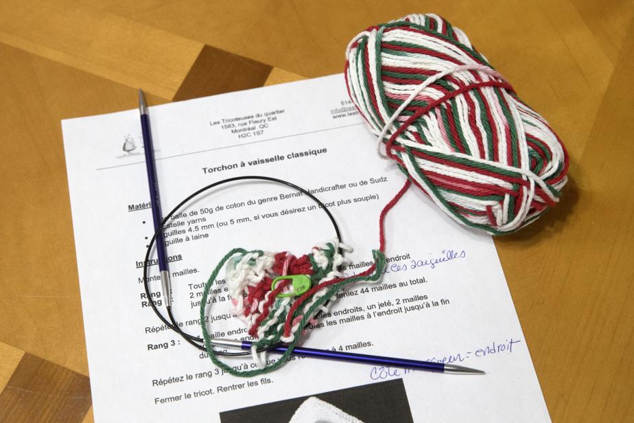 Les Tricoteuses du quartier fournissent le patron. Quatremodèles de torchons sont proposés, tricotés àl'endroit, enjersey, en point de riz ou avec un motif decœur.