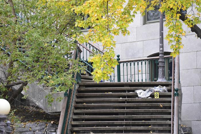 Des indices ont été trouvés par la police dans les marches de l'escalier Frontenac.