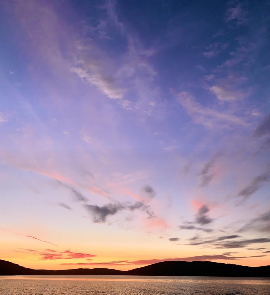 Le Bas-du-Fleuve a aussi ses spectacles de lacs. Ici, celui de Témiscouata, à la hauteur de Dégelis.