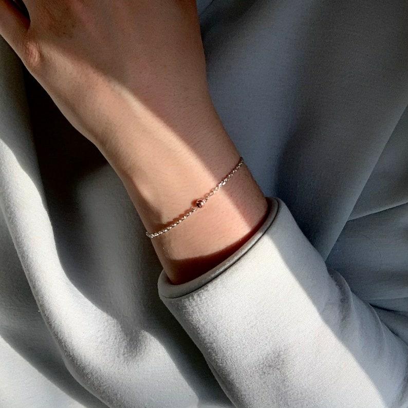 Claudine Moncion crée une nouvelle collection chaque année. «Dots» consiste en 14modèles de bijoux en argent sterling avec pastilles de cuivre.