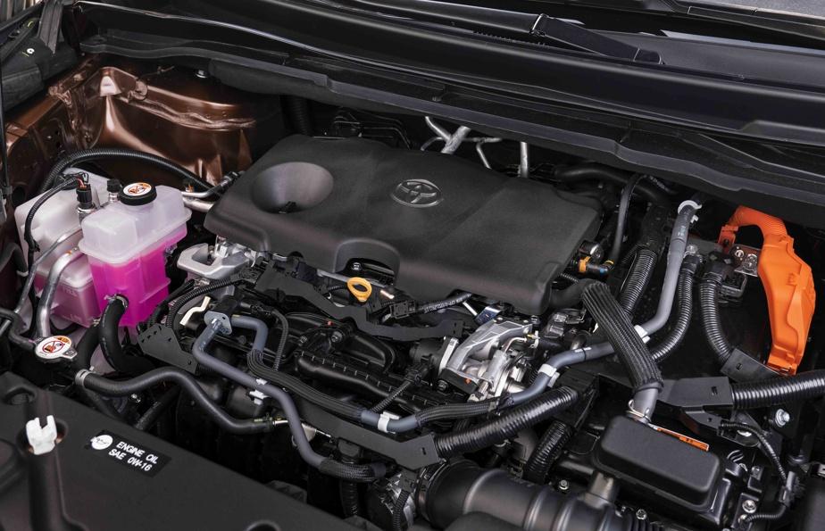 Le moteur est à combustion interne de 2,5 litres jumelé à un ou deux (selon le mode d'entraînement retenu) moteurs électriques.