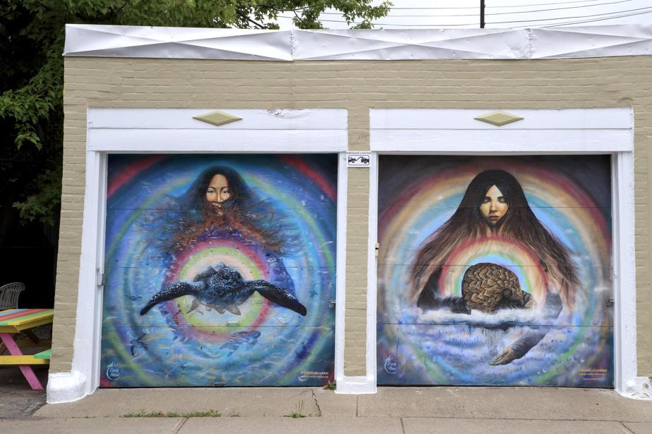Situées rue Jules-Verne, ces portes de garage peintes par Emily Read sont parmi les rares œuvres murales du genre à donner directement sur la rue.