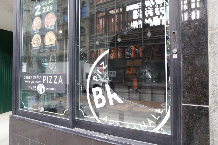 La vitrine du restaurant Pizzeria Bros a été fracassée.