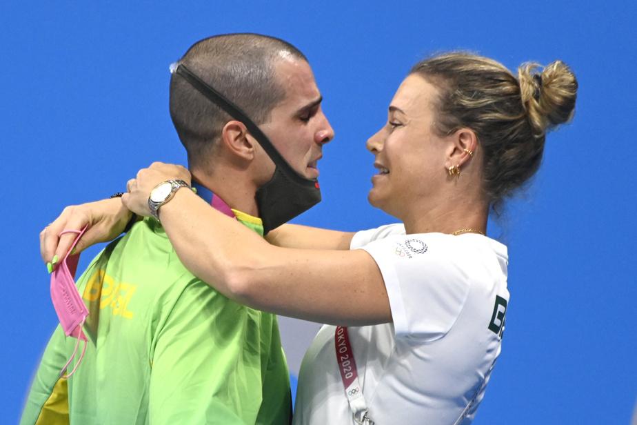 Moment d'émotion pure avec le Brésilien Bruno Fratus, médaillé de bronze au 50 m style libre.