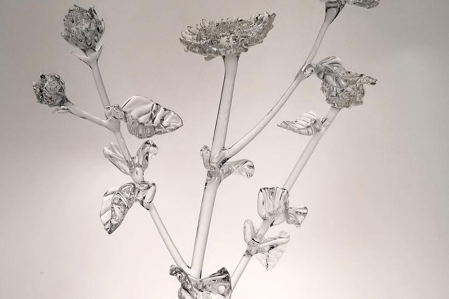 Une œuvre en verre faisant partie du corpus Other Landscapes, une installation multimédia réalisée en 2020 par Anahita Norouzi
