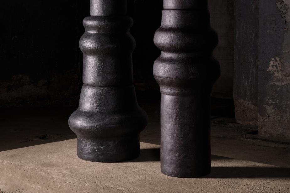 La céramiste Pascale Girardin a soumis des pièces qui font penser aux colonnes grecques pour «exprimer un potentiel plutôt qu'une finalité».