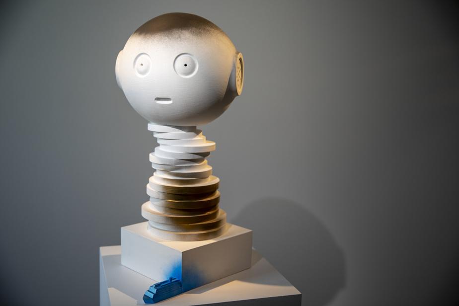 Robot2,2020, bois et peinture, 61cm x 39cm x 29cm
