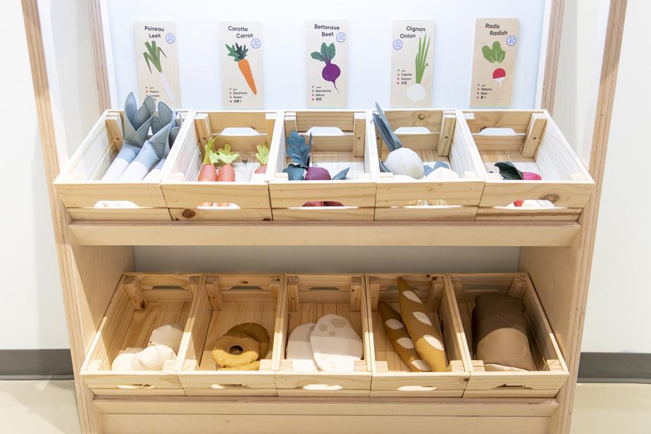 Acquistare alla rinfusa riduce gli imballaggi, ed è una lezione di eco-cittadinanza che va bene quando si può giocare con verdure e pane coriaceo.