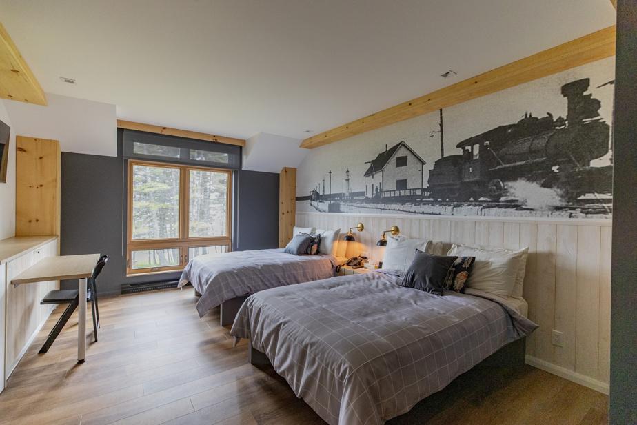 Les chambres de l'auberge Port-Menier sont simples et bien décorées.
