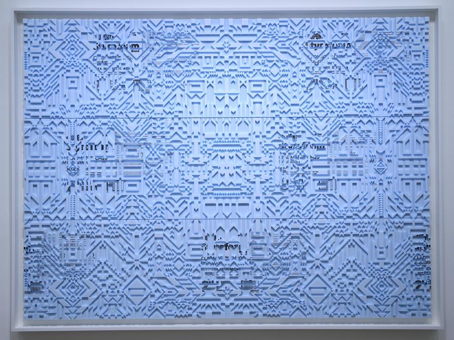 Caroline Monnet avait exposé une œuvre semblable à la galerie Division. Résilients jusqu'aux os est plus raffinée dans ses motifs.