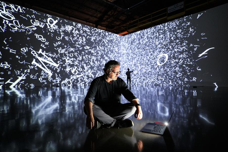 30juillet2020. Portrait de l'artiste d'origine mexicaine Rafael Lozano-Hemmer à L'Arsenal, à Montréal, pour l'inauguration de sa nouvelle exposition Cercania.