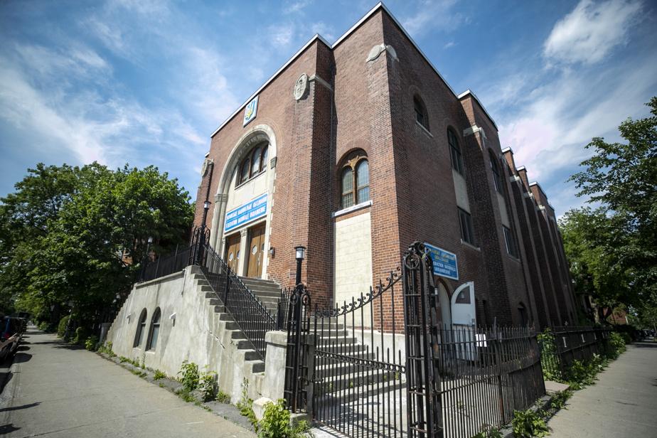 L'église de la Fédération nationale ukrainienne ayant accueilli le «légendaire» spectacle d'Arcade Fire, pour sa tournée Neon Bible, était jadis une synagogue.